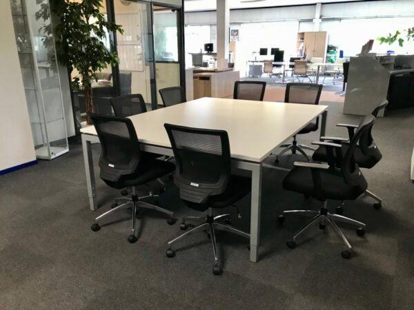 Broecan Vergadertafel 210 x 160 alu, blad wit inkl. 8 stoelen